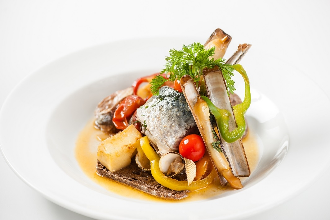 Mackerel cataplana with cockles, razor clams and corn porridge - Frederico Lopes